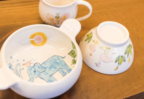 矢倉藍子さんのキッズ用の食器「ボウル」3,000円、「茶碗」2,500円、「マグ」2,500円