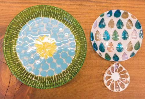 田子美紀さんのガラス食器皿(大)10,800円、(中)5,400円、(小)3,024円