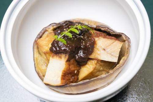 賀茂茄子と豚の角煮 鶏味噌掛け