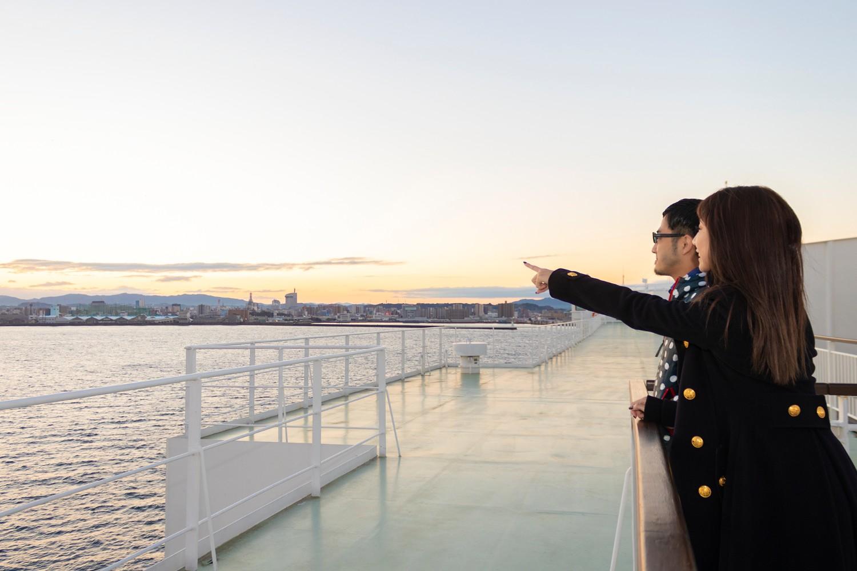 早起きして船上から見る朝日は絶景でした。