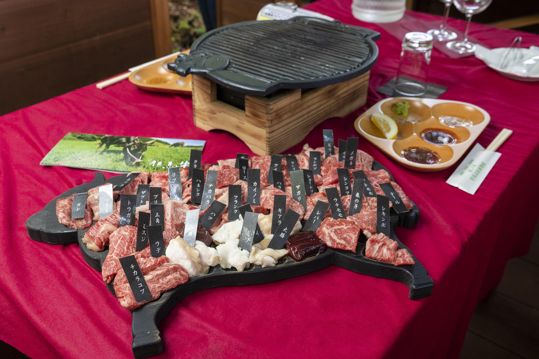 SSコース(但馬牛41部位食べ比べ/但馬牛200g・野菜・ライス付き)9,800円(税別)SSコースは3日前に要予約。