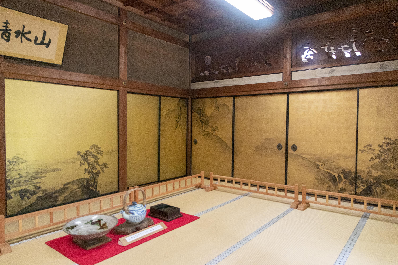 「山水の間」山川草木を描き自然の摂理を表現することにより、芸術を司る広目天