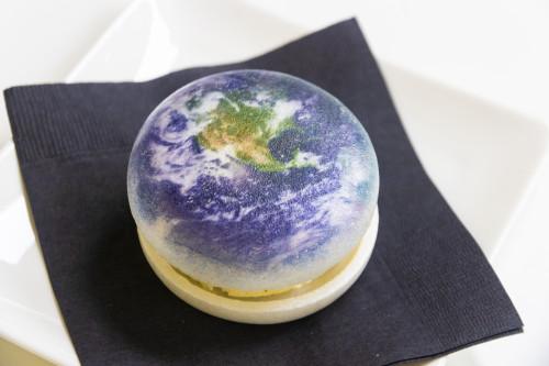 地球をガブリ!他にも月や火星などの惑星から選べる