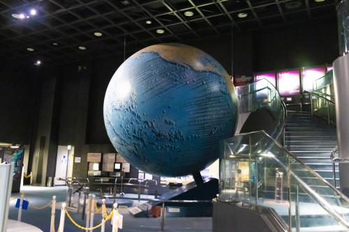 大地球儀(地球探査スコープ)