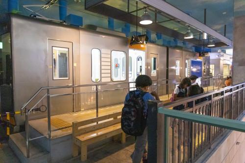 阪神電車の車両も停車中!
