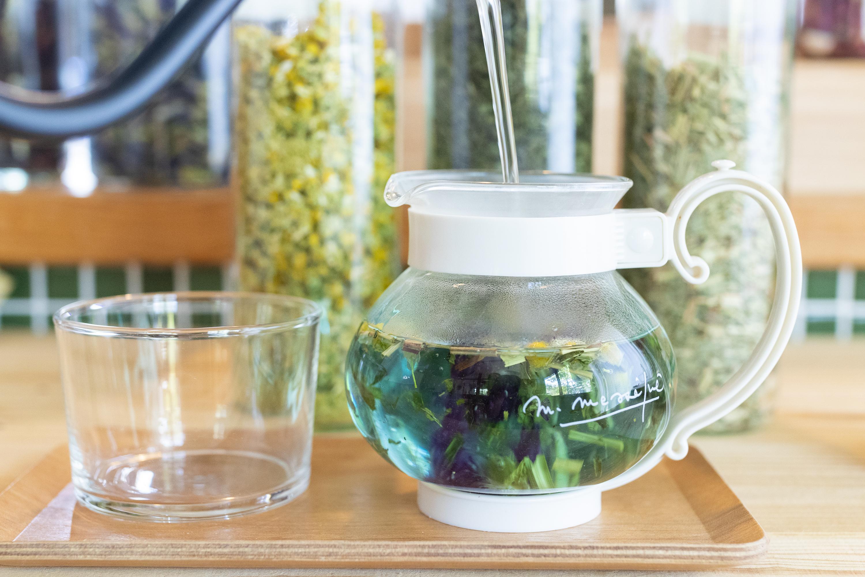 「ブルーマロウ」お湯を注いだ瞬間の青色が印象的!