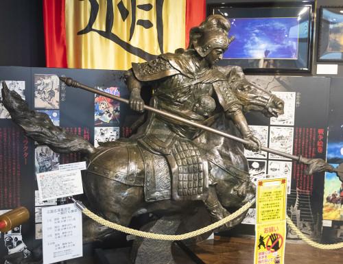 日本で人気の武将・趙雲のブロンズ像。全長はなんと2.5m!