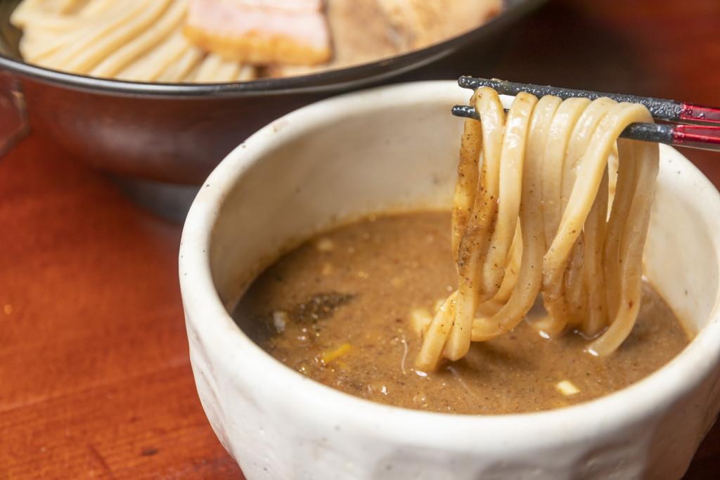 麺1本1本にしっかりスープが絡みつく
