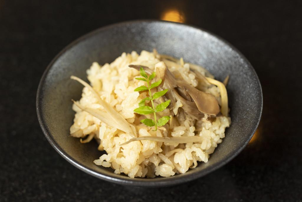鶏込みご飯 ~鶏脂仕立て 小 150円(税込)